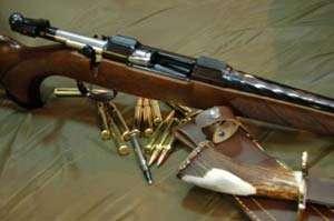 Armă de vânătoare şi cartuşe ridicate de poliţiştii maramureşeni