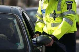 Şase permise de conducere suspendate şi 29 de sancţiuni contravenţionale aplicate ieri de poliţiştii maramureşeni