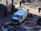 ATAC TERORIST la Barcelona - Cel puțin 2 morți și mai mulți răniți, după ce o furgonetă a pătruns în pietoni pe artera Rambla