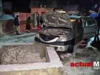 FOTO: IEUD - Nu au mai ajuns la înmormântare pentru că s-au oprit cu mașina într-un podeț