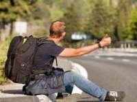 Autostopul, interzis prin lege. Amenzi dure pentru şoferii care iau autostopişti