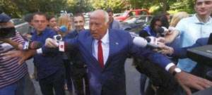 Avocații lui Dan Voiculescu sunt disperați - Judecatorii resping pe banda rulantă cererile lui Voiculescu, punând sechestru pe avere