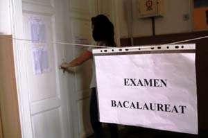 BACALAUREAT 2014: Candidaţii susţin luni PROBA SCRISĂ la limba română. Când vor fi afişate rezultatele finale