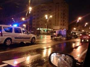 BAIA MARE: ACCIDENT GRAV - Doi răniți, după ce o ambulanță a fost lovită și răsturnată de către un șofer neatent