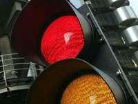 BAIA MARE: Conducători auto sancţionaţi pentru că au pătruns în intersecţie pe culoarea roşie a semaforului