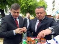 BAIA MARE: Crin Antonescu, primit cu paine si palinca de Ovidiu Nemes