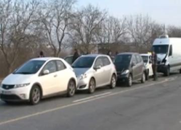 BAIA MARE: Şofer rănit după un accident în lanţ pe strada Progresului
