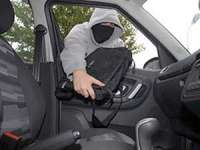 BAIA MARE: Portmoneu furat dintr-un autoturism