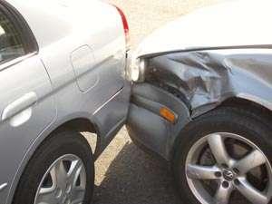 BAIA MARE - Tânăr de 16 ani și fără permis, a accidentat două autoturisme, după care a fugit de la fața locului