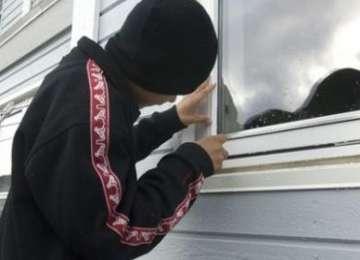 BAIA MARE - Tânăr surprins de un cetățean în timp ce încerca să fure bunuri dintr-un chioșc