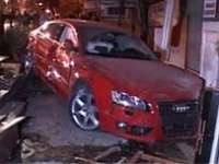 BAIA MARE - Trei maşini avariate în urma unui accident. Una dintre ele a plonjat direct într-un magazin