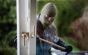 BAIA MARE: Trei minori au fost prinşi de poliţişti în timp ce încercau să fure dintr-un magazin