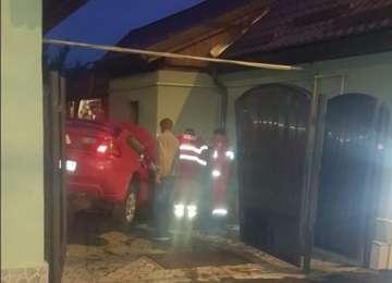BAIA MARE – Un șofer a intrat cu mașina într-o casă, pe strada Mihai Eminescu