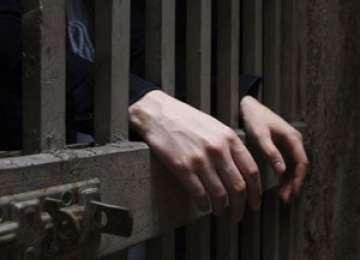 Bărbat condamnat pentru infracţiuni rutiere trimis după gratii
