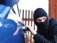Bărbat din Leordina, prins de polițiști la scurt timp după ce a furat un autoturism