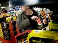 Bărbat prins de polițiști după ce a furat țigări dintr-un magazin în valoare de peste 11.000 lei