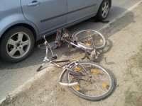 Biciclist accidentat de un autoturism la volanul căruia se afla un tânăr de 22 de ani