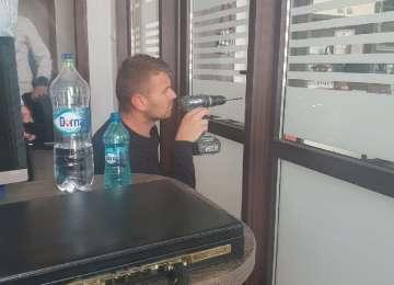 Biroul primarului din Borşa a fost spart. Cine a demontat uşa şi ce a dispărut din încăpere