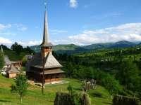 Bisericile vechi de lemn atrag turiștii în Maramureș