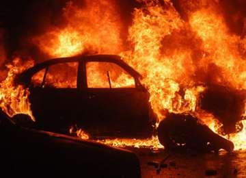 BORŞA: Două maşini au fost incendiate de persoane necunoscute