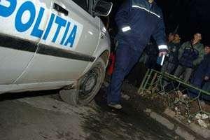 BORŞA: O femeie a intrat cu maşina într-un stâlp, din cauza vitezei