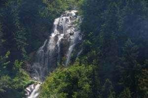 BORŞA: Persoană accidentată salvată de jandarmii montani din zona Cascadei Cailor