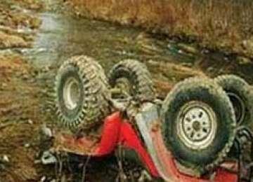 BORŞA: S-a răsturnat cu ATV - UL într-un pârâu şi a suferit leziuni corporale grave