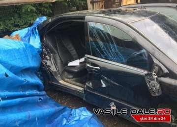 BORŞA SĂLBATICĂ – Butănenii i-au spart casa aruncând pietre, apoi i-au avariat maşina. Poliția doarme în continuare