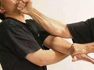BORŞA: Scandal provocat de doi bărbaţi, aplanat de jandarmi