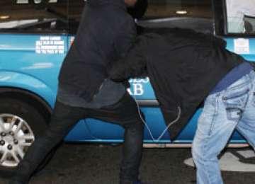 BORŞA: Un bărbat din Suceava a fost bătut pentru că a provocat un accident rutier