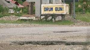 Borșenii vor să dea în judecată CNADNR pentru că și-au distrus mașinile în gropile de pe DN 18