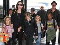Brad Pitt și Angelina Jolie, împreună cu cei șase copii, se mută la Londra
