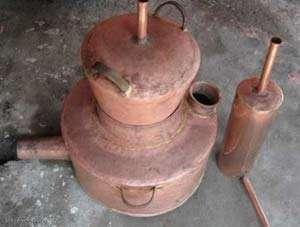 BREB - Meseriașii care confecționau un cazan de fiert țuică au furat de la proprietar un alt cazan de alamă