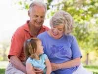 Bunicii care contribuie la creșterea nepoților pot trăi mai mult