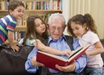 Bunicii care petrec MULT timp cu nepoţii sunt mai sănătoși