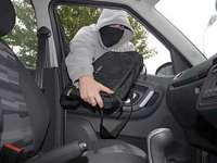 MARAMUREȘ: Doi tineri au furat mai multe bunuri dintr-un autoturism