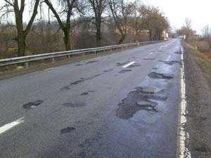 Ca să nu ne facem de râs, autorităţile asfaltează un drum judeţean special pentru premierul chinez