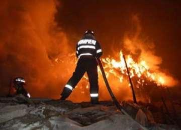 Cabana primarului din Rona de Sus a luat foc. Edilul crede că a fost incendiată
