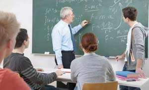 Cadrele didactice care îndeplinesc condițiile de pensionare la 1 septembrie pot rămâne titulare
