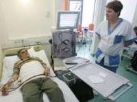Cardurile pentru bolnavii dependenți de dializă vor fi distribuite din această lună