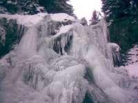 Cascada Cailor, o privelişte minunată și pe timp de iarnă