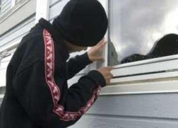 CAVNIC - Patru tineri cercetaţi pentru furt