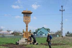 Ce se mai fură în România: Troiţă maramureşeană sustrasă dintr-un cartier timișorean