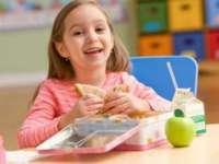 Ce trebuie să conțină pachetul cu mâncare pentru școală
