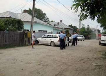 Cetăţeanul turmentat - cu maşina în gard