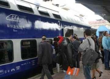 CFR Călători a angajat paznici pe trenuri, pentru securitatea controlorilor şi a pasagerilor