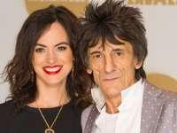 Chitaristul trupei Rolling Stones a devenit tatăl a două fetițe gemene la 69 de ani