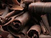 Ciocolata neagră - beneficiu sau scuză?