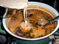 Ciorbă ardelenească de fasole cu ciolan