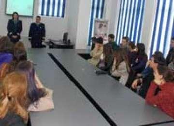 "Şcoala altfel: ,,Job Shadow Day"" la IPJ Maramureş pentru 60 liceeni"